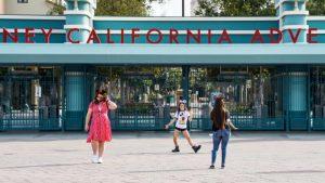 Disneyland akan dibuka kembali tanggal 30 April dengan kapasitas terbatas